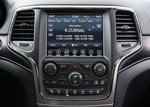 Multimediální systémy v praxi: Pomoc řidiči? Podle průzkumu nás spíš matou