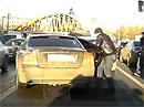 Video: Loupež v běžném provozu na on-board kameře