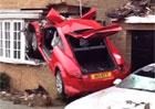 Video: Audi TT během nehody vletělo do domu