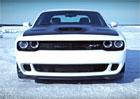 Video: Dodge Challenger Hellcat jede rychlostí 274,56 km/h. Na ledu!