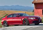 Alfa Romeo váhá. Má postavit velký sedan a kompaktní zadokolku? Poraďte!
