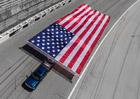 Chevrolet Silverado HD stanovil nový světový rekord v tažení vlajky (+video)