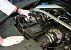 Aston Martin Vulcan zvládne výměnu oleje za několik sekund. Jak to dělá?