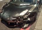 Rychlá jízda Londýnem se šeredně prodražila. Student zničil Lamborghini za 9 milionů!