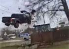 Toyota Tacoma umí létat, ale přistání jí moc nejde…