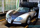 V kartáčové myčce můžete potkat leccos. Třeba i Bugatti Veyron...