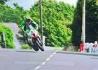 Obří porce talentu i štěstí. Motocyklový závodník ustál téměř jistý pád