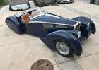 Tohle není Bugatti 57 SC Corsica Roadster. Techniku pod karosérií nemáte šanci poznat