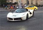 Hloupé chování řidiče LaFerrari Aperta: Dělal špatnou reklamu značce, ohrožoval přítomný dav