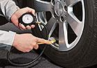 Tlak v pneumatikách: Víte, jak často jej kontrolovat? A co hrozí, pokud není správný?