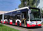 Praha vyzkouší další obří autobus. Mercedes pro linku na letiště má 21 metrů