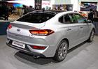 Hyundai i30 Fastback chce zaútočit na Octavii. Jak je na tom s vnitřním prostorem?