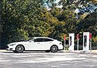 Tesla a rychlonabíjení: Svět elektromobilů chce změnit dvěma způsoby
