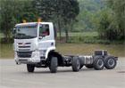 Video: Takhle zatáčí unikátní osmikolová Tatra se všemi řiditelnými koly!