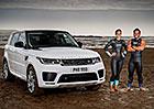 Hybridní Range Rover Sport vyzval profesionální plavce. Kdo vodní souboj zvládl lépe?