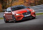 Je to oficiální: Nejrychlejším sedanem na Nürburgringu je Jaguar XE SV Project 8!