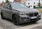 Podívejte se na maskované BMW X5 zachycené špiony. Co už o chystané novince víme?