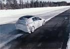 Takto se testuje nový Mercedes-Benz A. Nebojí se sněhu, ani jízdy bokem!