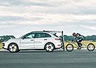 Jízda na kole rychlostí přes 200 km/h? Za Porsche Cayenne Turbo se povedlo 217,7 km/h!