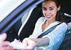 Vlastnictví auta u nás zatím vyjde levně. Vydrží to ale? A jak je to v zahraničí?