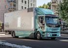 Zákazníci převzali první elektrická nákladní vozidla Volvo